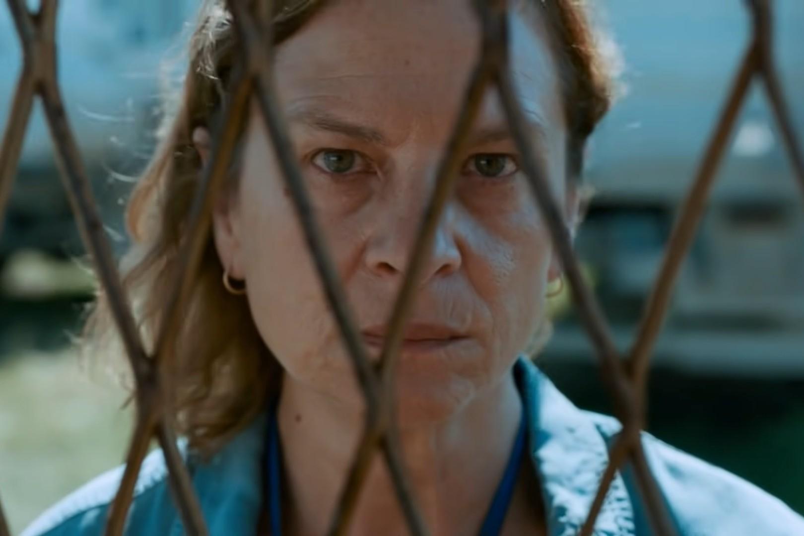 "Jasna Đuričić kao Aida u filmu ""Quo vadis, Aida"" (Foto: Snimak ekrana/Jutjub/Super LTD)"