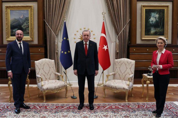B. Mitrinović: Erdoganova muzička stolica