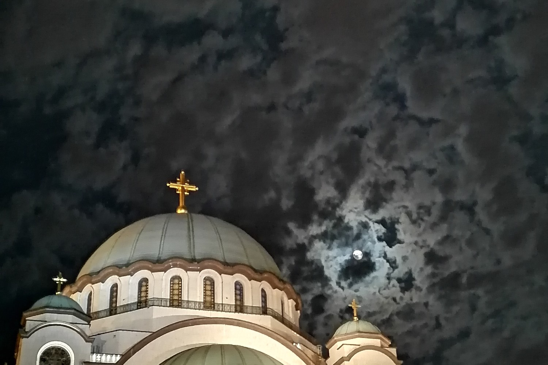 Hram Svetog Save u Beogradu noću (Foto: Radomir Jovanović/Novi Standard)