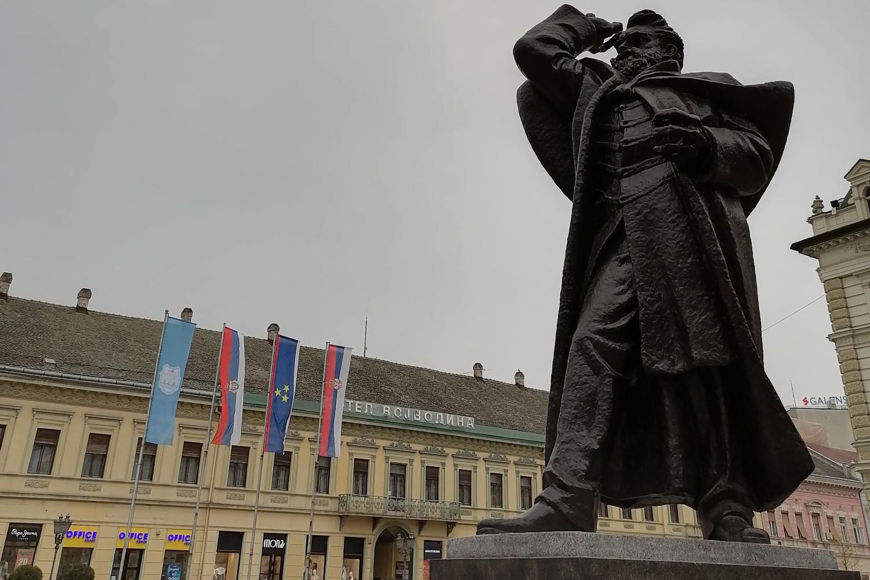 Spomenik Svetozaru Miletiću u Novom Sadu (Foto: Radomir Jovanović/Novi Standard)