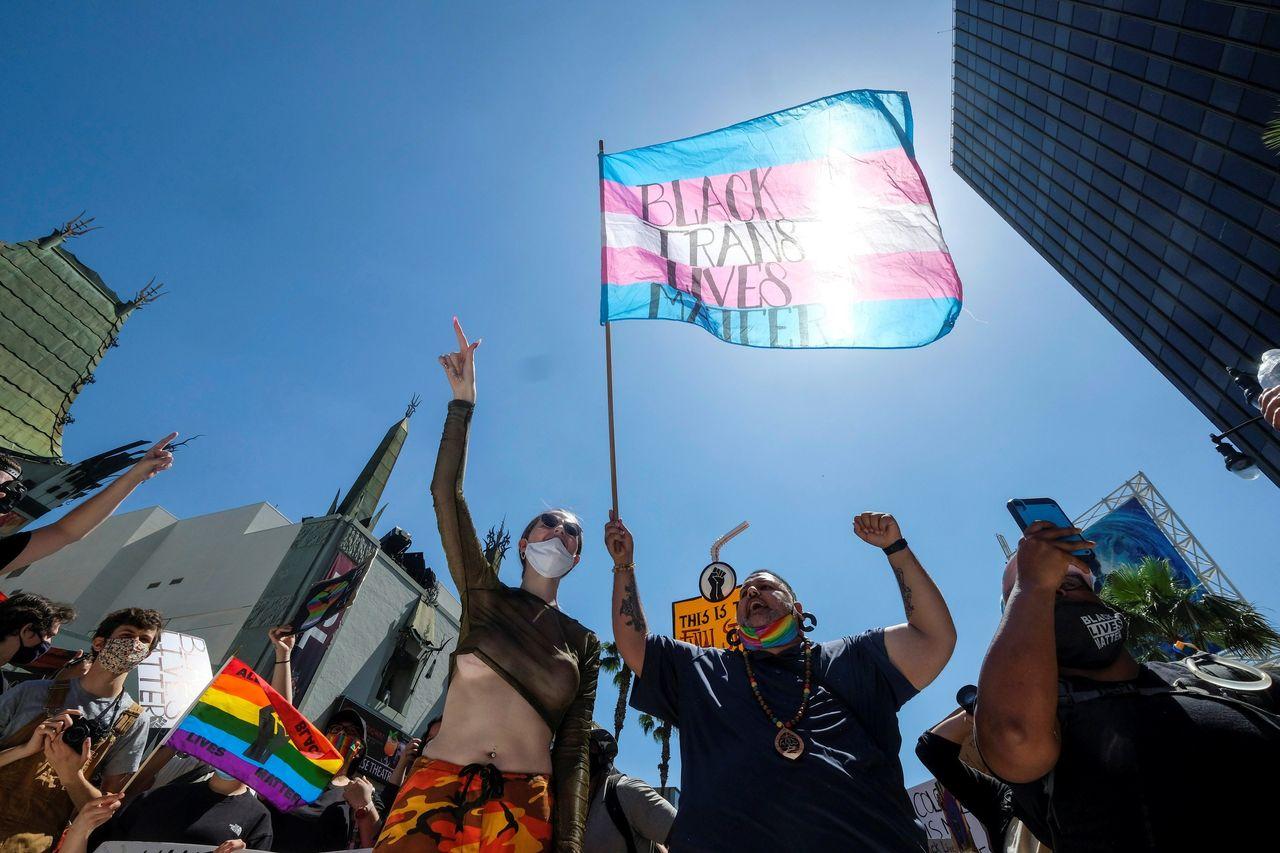 """Demonstranti tokom protesta """"Svi crni životi su važni"""" u Holivudu, 14. jun 2020. (Foto: Reuters/Ringo Chiu)"""