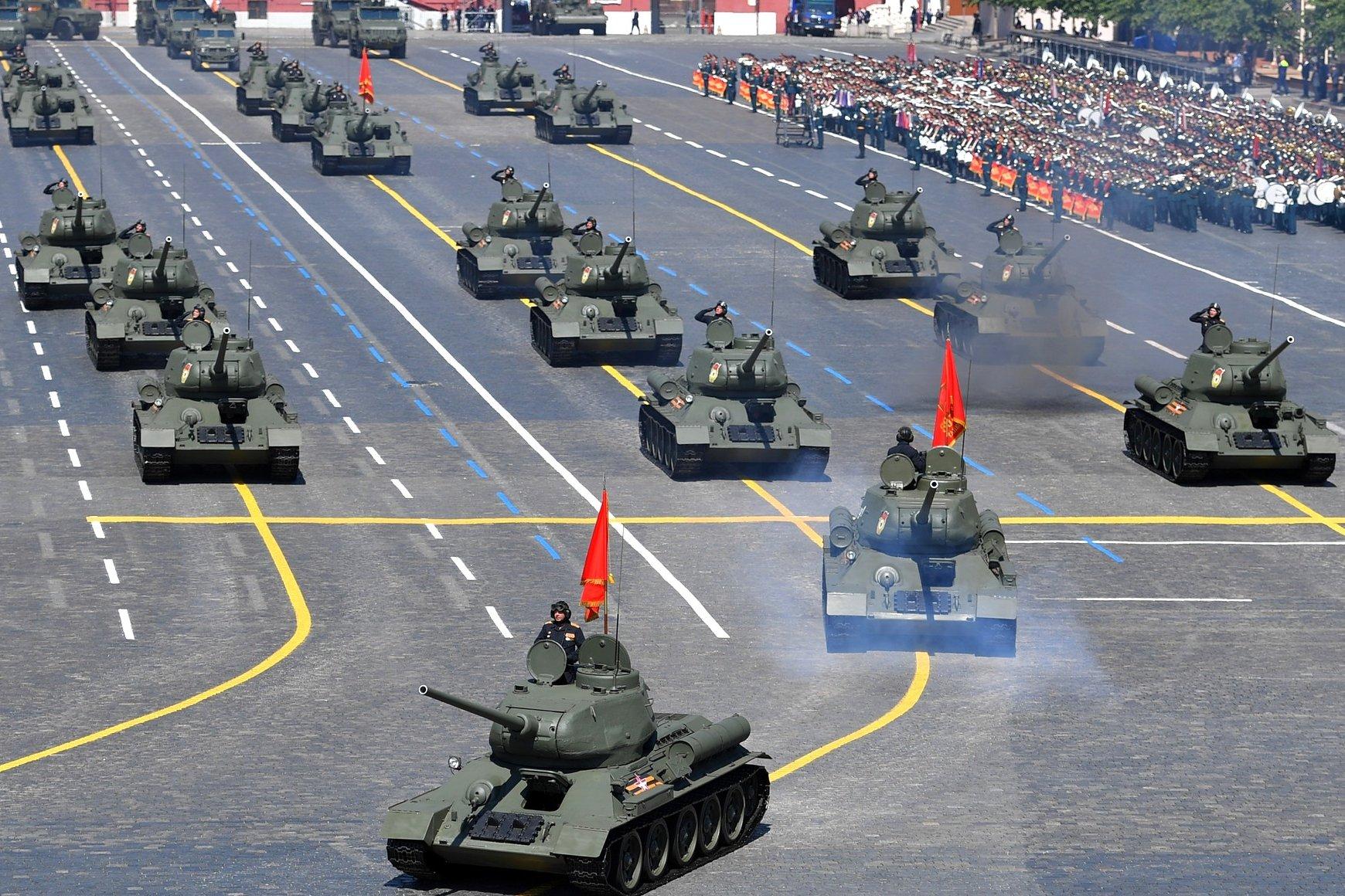 Tenkovska brigada ruske armije tokom vojne parade na Crvenom trgu povodom Dana pobede u Drugom svetskom ratu, Moskva, 24. jun 2020. (Foto: kremlin.ru)