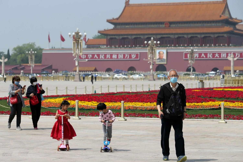 Građani Pekinga na Tjenanmen trgu (Foto: China Daily via Reuters)