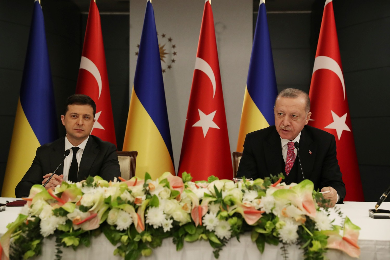 Turski predsednik Redžep Tajip Erdogan tokom zajedničke konferencije za medije sa ukrajinskim predsednikom Volodimirom Zelenskim nakon sastanka, Istanbul, 10. april 2021. (Foto: Murat Cetinmuhurdar/Presidential Press Office/Handout via Reuters)