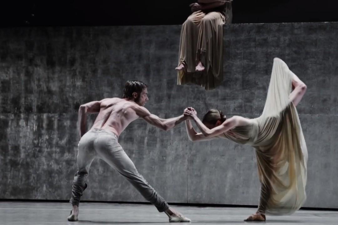"""Scena iz baleta """"Hazarski rečnik – Lovci na snove"""" (Foto: Snimak ekrana/Jutjub/Fundación Teatro Nacional Sucre)"""