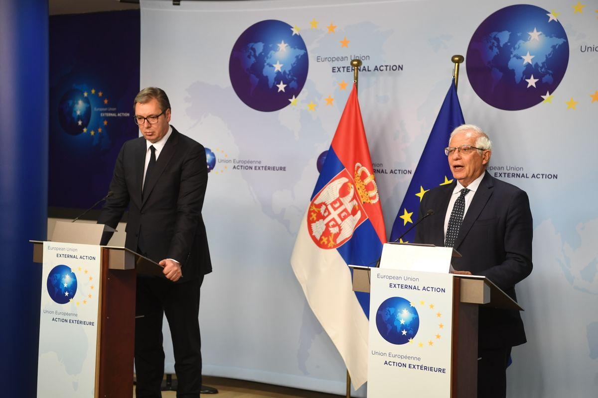 Predsednik Srbije Aleksandar Vučić i visoki predstavnik EU za spoljne poslove i bezbednosnu politiku Žozep Borel tokom konferencije za medije nakon sastanka u Briselu, 26. april 2021. (Foto: Predsedništvo Srbije/Dimitrije Goll)